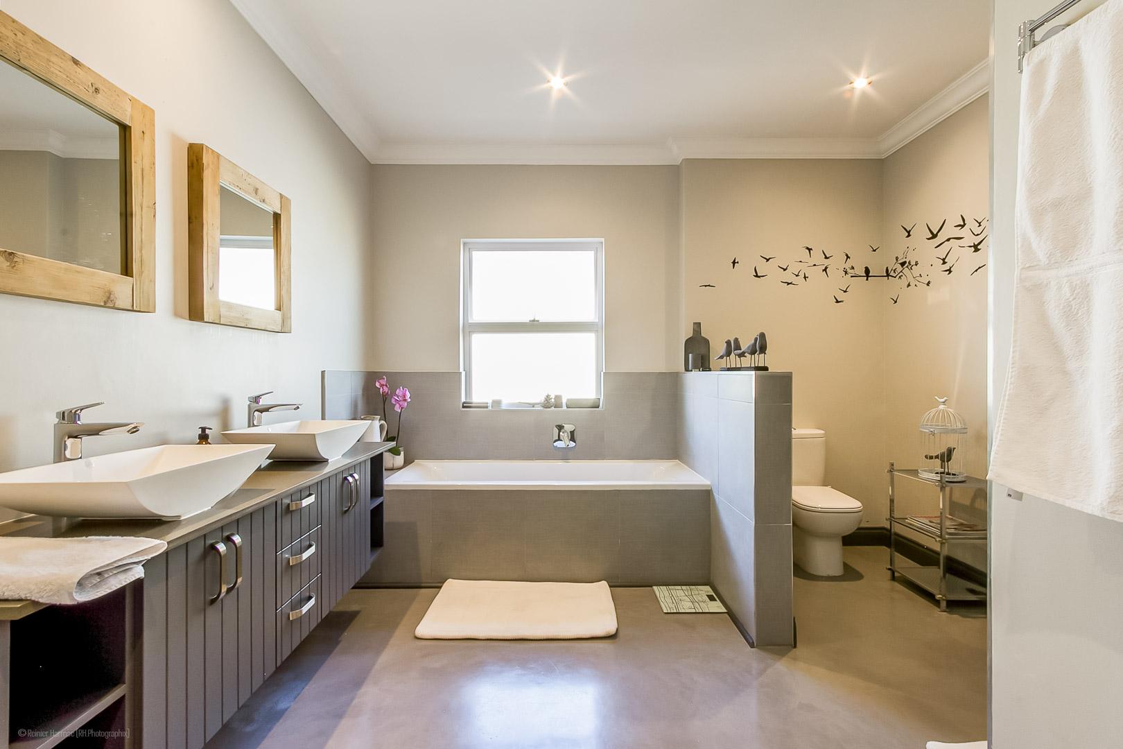 RHPX_Portfolio_The Waterfall Village Home interior-7